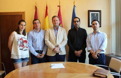 Vicente Casañ recibe a la Junta de Cofradías de la Semana Santa de Albacete