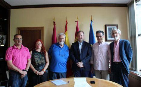 La recién constituida Asociación Amigos del Museo de la Cuchillería se presenta ante el alcalde de Albacete