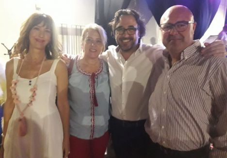 Llanos Navarro y Gloria Reales animan a los vecinos de Santa Ana a disfrutar de sus fiestas en honor a la Abuela Santa Ana
