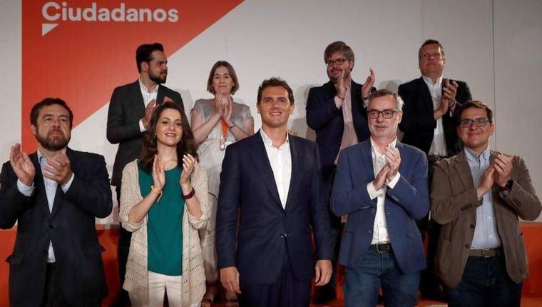 Rivera echa a críticos de la Ejecutiva de Ciudadanos, se rodea de afines y sitúa a Lorena Roldán como portavoz