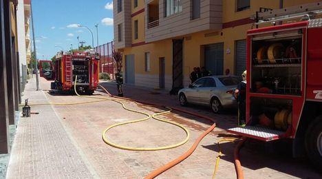 Tres dotaciones del SEPEI del Parque de Almansa intervienen en la extinción de un incendio desatado en un garaje de Caudete