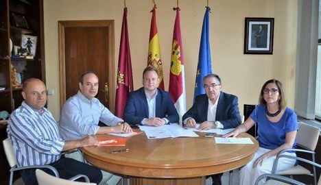 El alcalde de Albacete compromete su presencia en el I Foro Profesional de Economía organizado por el Colegio de Economistas
