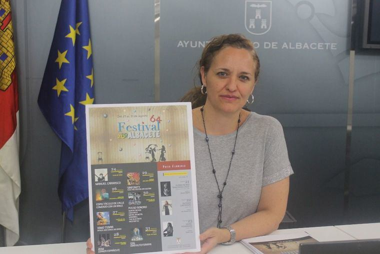 La concejal de Cultura anima a los albaceteños a ser partícipes de los diez espectáculos del 64º Festival de Albacete