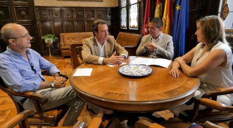 """Santiago Cabañero se reúne con una delegación de la Cámara de Comercio con el objetivo de trabajar para que Albacete """"vaya a más"""""""