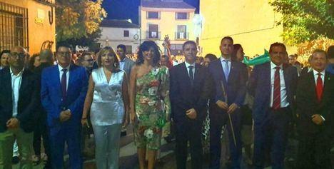 El presidente de la Diputación ha participado en el tradicional traslado de la abuela Santa Ana hasta la iglesia de Cenizate