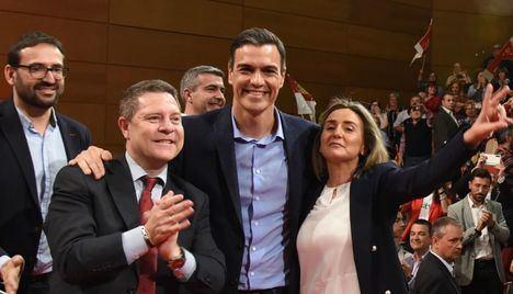 Pedro Sánchez moviliza a alcaldes y barones en Toledo en plena negociación de investidura