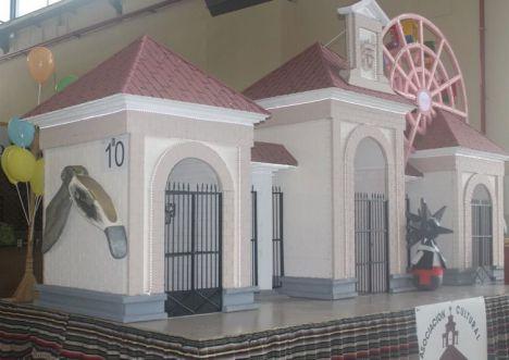 Una recreación de la Puerta de Hierros y un homenaje a la Radio ganan el concurso de carrozas a ex aequo