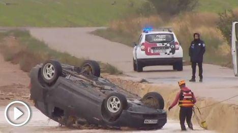Mueren dos hermanos al ser arrastrado su coche por las riadas en Albacete a causa de la gota fría