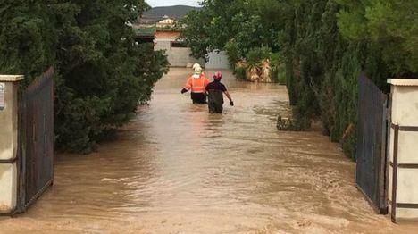 Once personas, entre ellas un bebé, rescatadas en Albacete donde tres carreteras siguen cortadas por la gota fria