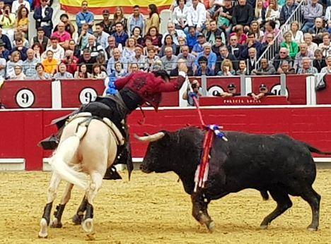 Diego Ventura puso en pie a los aficionados del rejoneo en Albacete