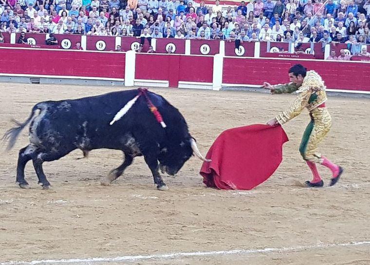 Gran faena de Emilio de Justo en Albacete que salió por la puerta grande del coso taurino