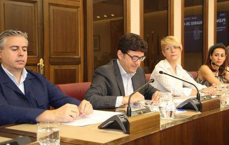 Navarro critica el rechazo de la moción para construir el gran pabellón deportivo solo porque era un proyecto del Partido Popular