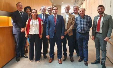 El consejero de Fomento, Nacho Hernando, se reúne el Consejo de Colegios Oficiales de Aparejadores, Arquitectos Técnicos e Ingenieros de Edificación de Castilla-La Mancha