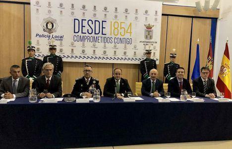 Acto institucional con el que se ha conmemorado el 165 aniversario de la creación de la Policía Local de Albacete