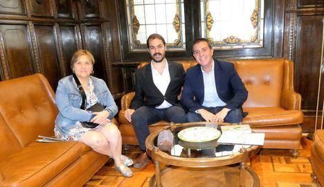 El presidente de la Diputación de Albacete estudia con los responsables regional y provincial de la ONCE posibles nuevas vías de trabajo conjunto