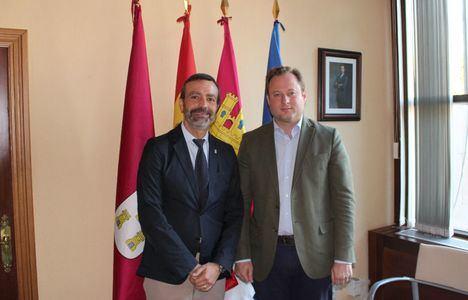 El alcalde de Albacete y el decano de Derecho intercambian impresiones sobre la ciudad y el campus