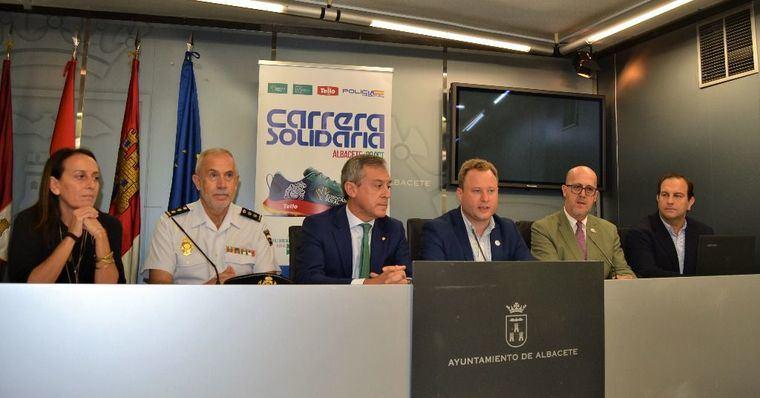 El alcalde respalda la Carrera Solidaria del 20 de octubre que ya cuenta con más de 1.100 inscritos