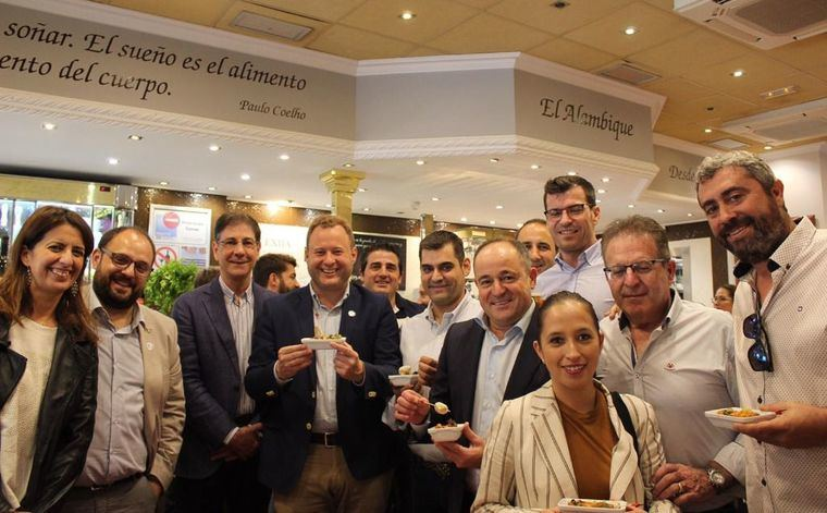 La Asociación de Hostelería transmite al alcalde de Albacete el éxito de primer fin de semana de la Jornada de la Tapa