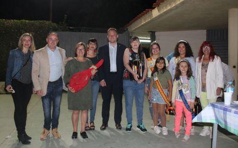 El alcalde de Albacete comparte con los vecinos de El Salobral la tradicional fiesta de exaltación de la patata
