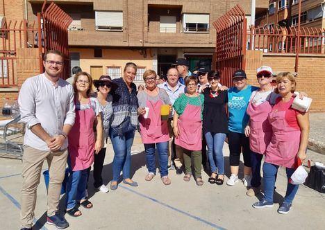 Tradicional gazpachada organizada por la Asociación de Vecinos del Barrio El Pilar