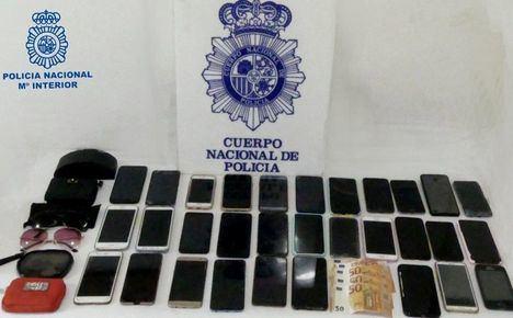 La Policía Nacional detiene a una pareja especializada en el hurto de teléfonos móviles de alta gama