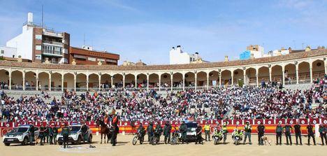 Más de 5.000 escolares de la capital asisten a una exhibición de la Guardia Civil en la Plaza de Toros de Albacete