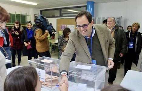 Paco Núñez asegura que los vecinos de la región tenemos hoy en la mano decidir cómo queremos que sea la España del mañana
