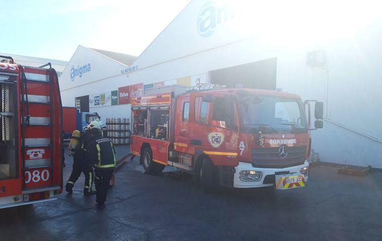 Desalojan la nave de distribución de bebidas Anigma en el polígono Campollano de Albacete tras un incendio