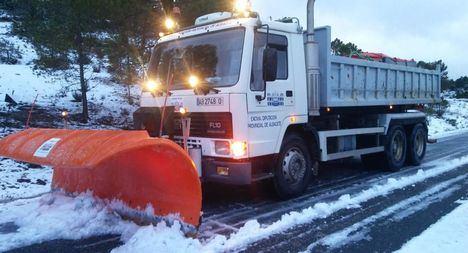 Las máquinas quitanieves de la Diputación Provincial trabajan en las vías de la provincia garantizando la seguridad vial