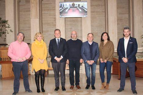 Los representantes de Aguas Nuevas exponen sus necesidades al Equipo de Gobierno