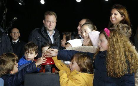 Unas 2.000 personas se han reunido en el encendido del alumbrado navideño en Albacete