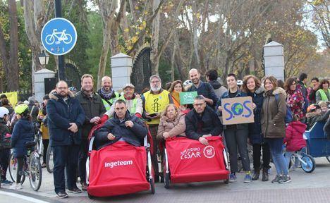 El alcalde de Albacete, Vicente Casañ, apoya la marcha 'Muévete por el clima' en el parque Abelardo Sánchez