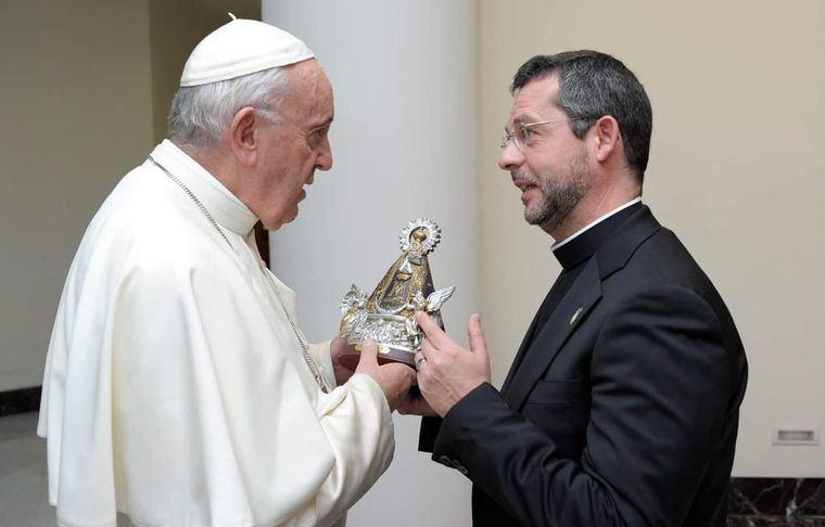 La Virgen de Los Llanos en manos del Papa Francisco