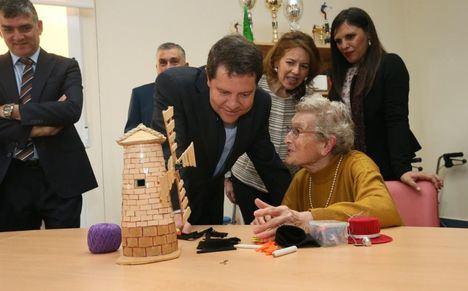 García-Page invita a participar en la campaña 'Navidad en compañía. Ningún mayor sólo' que organiza el Gobierno en colaboración con ACESCAM