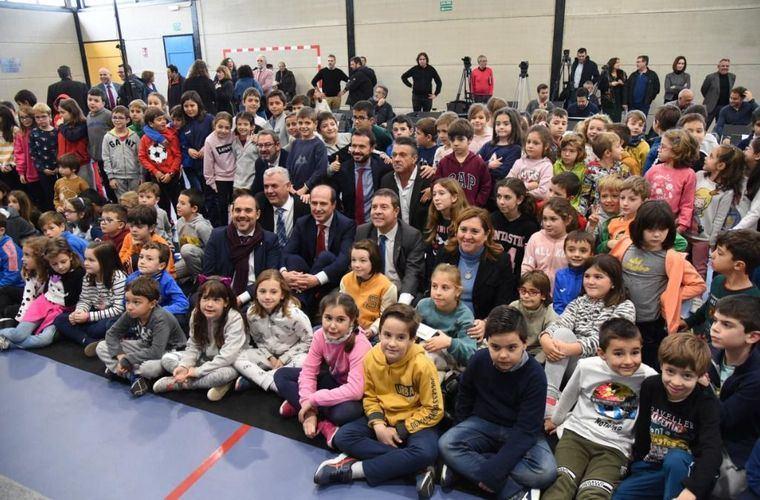Artículo del presidente de Castilla-La Mancha, Emiliano García-Page, con motivo del 20 aniversario desde que se asumieron las competencias en materia de Educación: Eficiencia, diversidad y calidad: 20 años de autonomía educativa