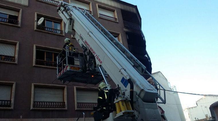 Dos personas fallecidas y una tercera es rescatada por el SEPEI en estado grave en el incendio de una vivienda en Hellín