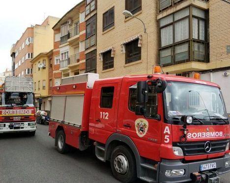 Tres afectados por inhalación de humo en el incendio de una vivienda en Hellín
