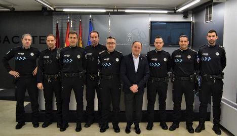 """Emilio Sáez agradece a los siete nuevos oficiales del Cuerpo de la Policía Local que hayan dado """"un paso al frente para asumir responsabilidades"""