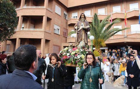 El alcalde acompañó a la gran 'familia' del Asilo de San Antón en la celebración de su patrón