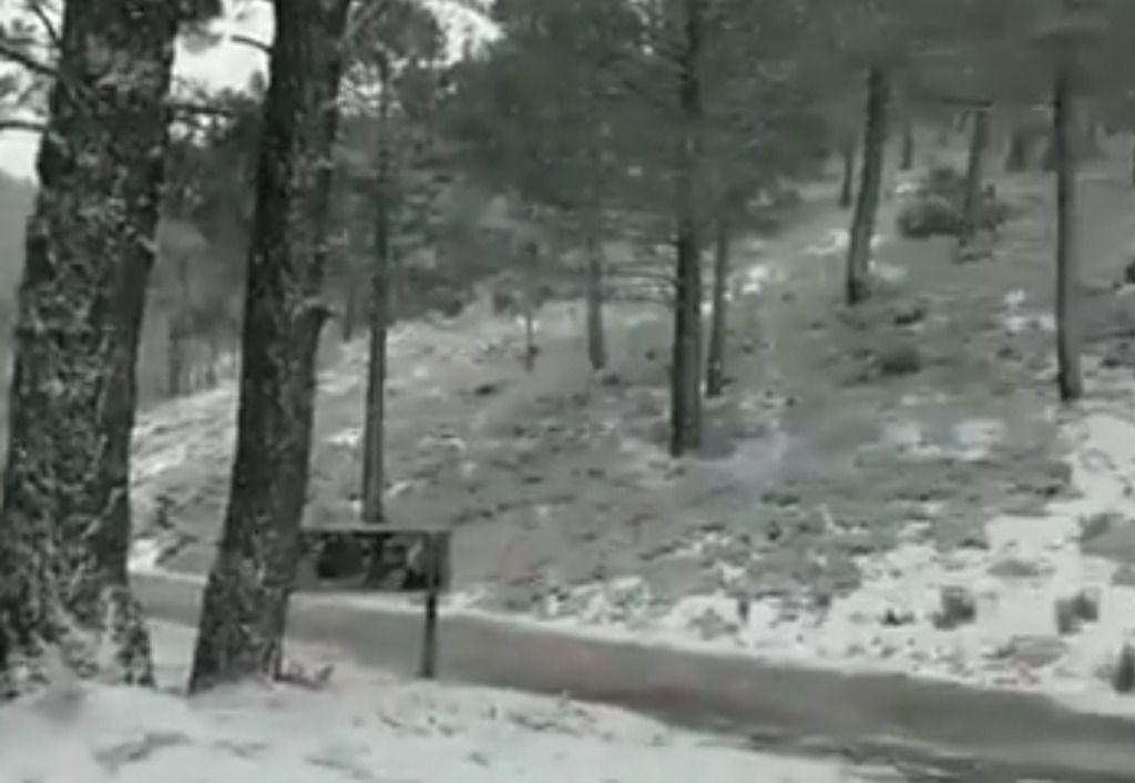 Nieva en varios puntos de Castilla-La Mancha, entre otros, en el Puerto de Crucetillas, entre Riopar y Paterna del Madera en Albacete