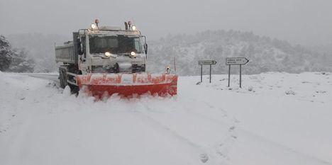 La Diputación de Albacete emplea más de 80 toneladas de sal para facilitar la circulación en las carreteras de titularidad provincial