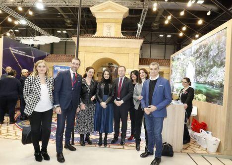Inés Arrimadas felicita al alcalde Vicente Casañ por la promoción turística de Albacete en FITUR