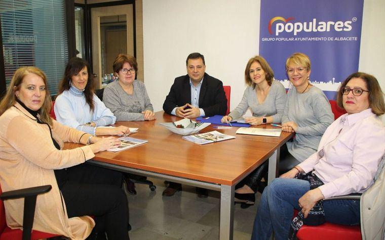Manuel Serrano, María Gil y Joaqui Alarcón agradecen a AFA la confianza depositada en ellos para ser embajadores de su Plataforma Cívica por un centro de Alzheimer en Albacete