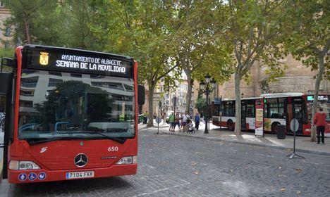 El Ayuntamiento reforzará mañana la línea A del servicio de autobús, para facilitar los desplazamientos con motivo de 'Jueves Lardero'