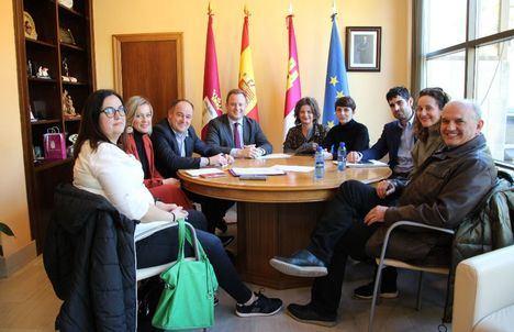 El Ayuntamiento de Albacete confirma a los vecinos del barrio de Medicina que la Junta construirá un centro educativo público en la parcela municipal reservada para tal fin