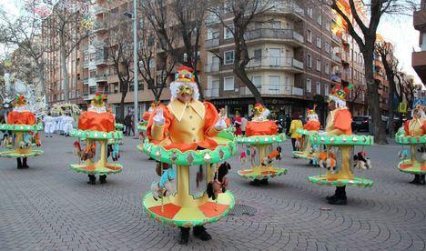 La comparsa Pincho de la Feria disfrazada de Carrusel gana el concurso de disfraces de Albacete de este año 2020
