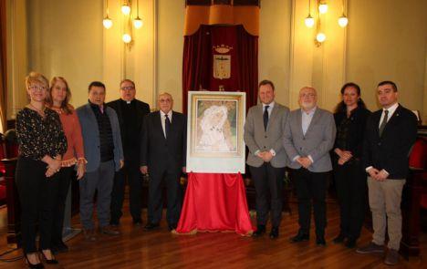 El alcalde valora la repercusión que tendrá el IV Encuentro Internacional de Cofradías de la Esperanza Macarena cuyo cartel anunciador se ha presentado