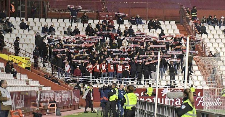 Los ultras del Rayo se mofan de Zozulya con sus cánticos ante el Albacete: 'Es comunista'