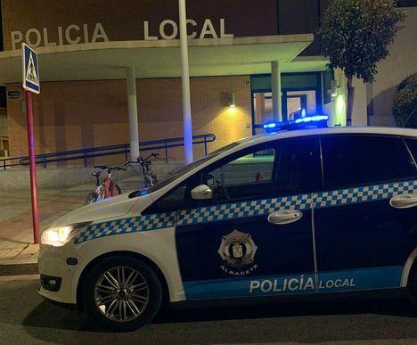 Agentes de la Policía Local de Albacete intervienen en la detención del presunto autor del asesinato de una mujer en el distrito madrileño de Ciudad Lineal