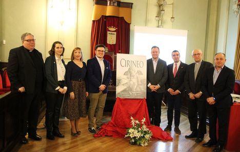 El alcalde participó en el acto de presentación de Cirineo, revista creada por la Junta de Cofradías y Hermandades para difundir el valor de la Semana Santa